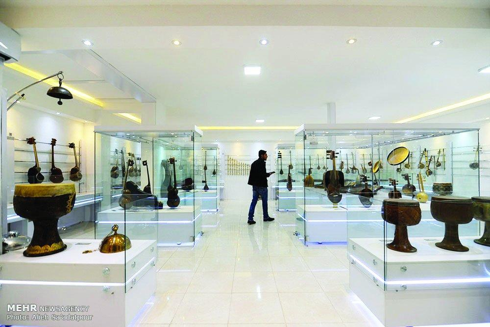 Sob os olhos dos visitantes: Isfahan Music Museum