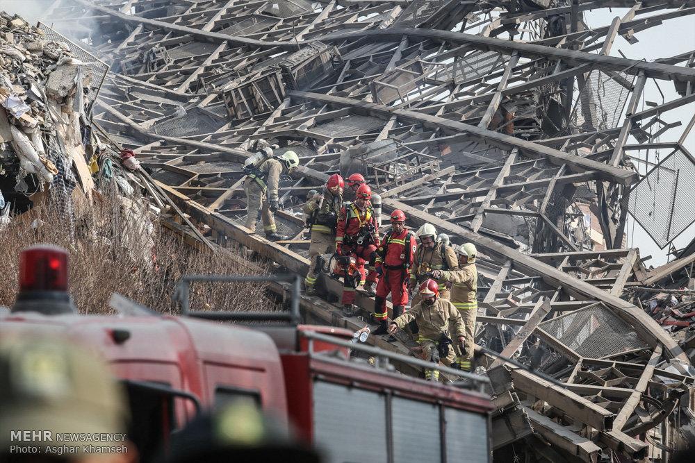Centro comercial desmorona em Teerã depois de uma grande explosão
