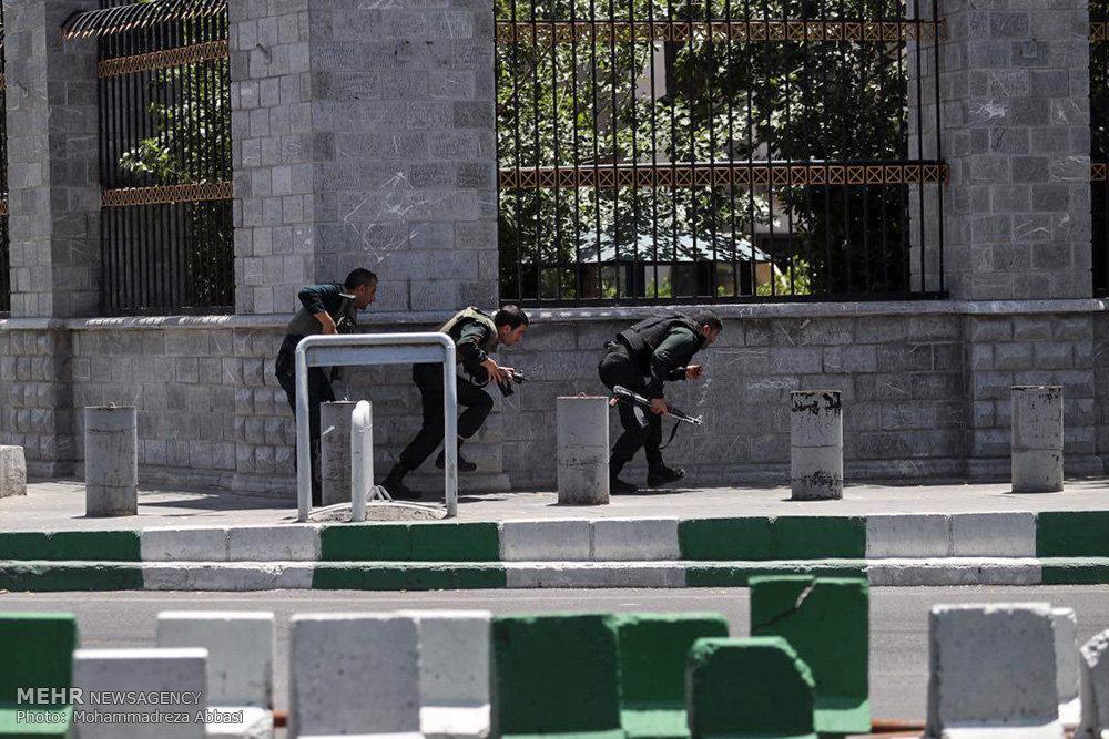 Os quatro atacantes do parlamento iraniano morreram
