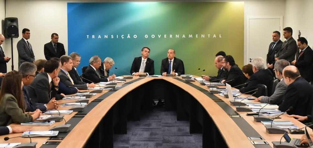 Bolsonaro recebe embaixadores e faz reunião com futuros ministros em Brasília