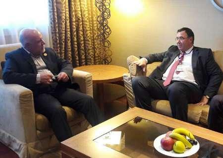 Ministro do Petróleo do Irã e CEO da Total se reúnem em Viena