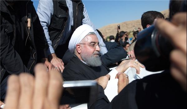 Iranian President Declares Plans to Build 30,000 Houses in Quake-Hit Areas