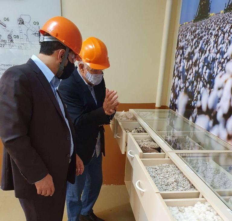 O embaixador iraniano no Brasil visitou o processo de produção e beneficiamento do algodão