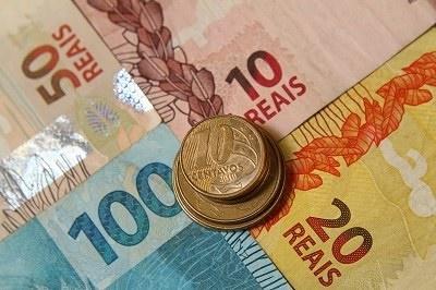 As contas do governo terminam outubro com primeiro superávit em seis meses