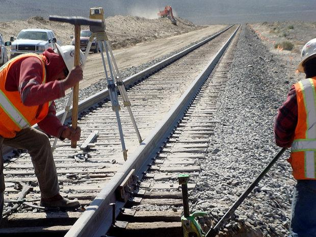 Irã fabrica primeiros trilhos ferroviários
