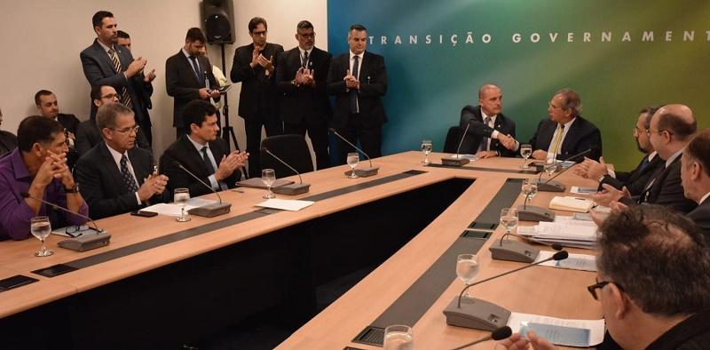 Bolsonaro e futuros ministros dedicam o dia a reuniões no gabinete de transição