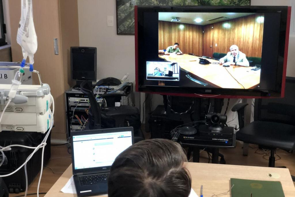 Bolsonaro holds meeting with General Heleno by videoconference