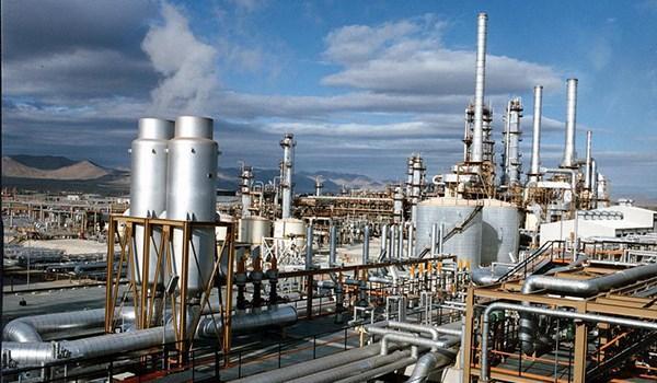 Irã e Itália assinam contrato para desenvolvimento de projetos petroquímicos