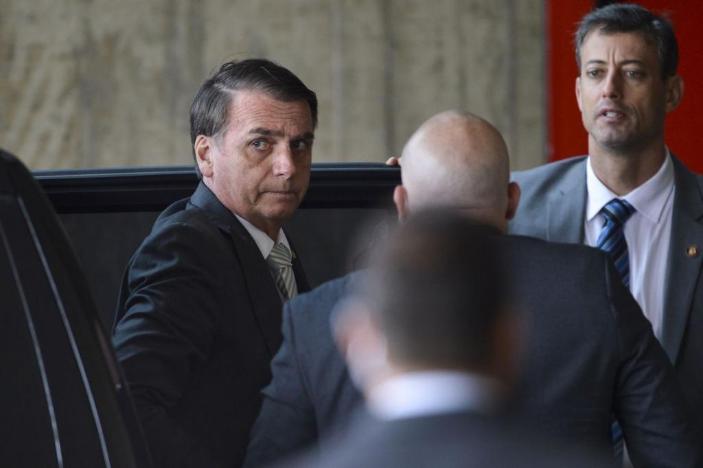Bolsonaro recebe embaixador do Peru, técnicos e ministros da transição