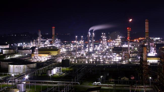 Resultado de imagem para a maior refinaria de petroleo do mundo - Irã
