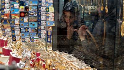 Irã vê economia crescer sob sanções