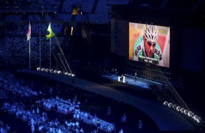 Tributos homenageiam memória do ciclista iraniano Golbarnezhad na cerimônia de encerramento da Paralimpíada