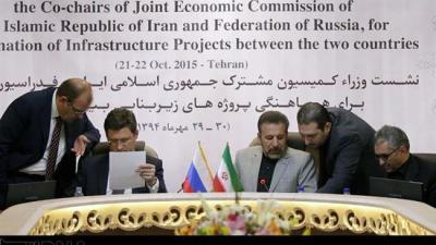Irã e Rússia assinam acordo para aumentar os laços comerciais.