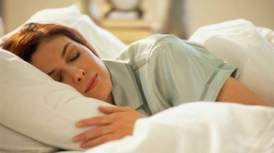 Padrão de sono de má qualidade pode encolher cérebro: Estudo