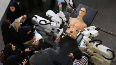 Iranian scientists unveil domestically made surgery robot