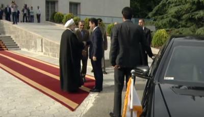O primeiro-ministro do Japão, Abe, chega a Teerã, em visita histórica