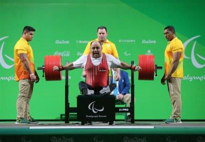 Halterofilista iraniano Sadeghzadeh ganha o bronze na Paralimpíada Rio 2016