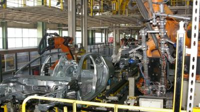 Irã assina três acordos com fabricantes de automóveis estrangeiros