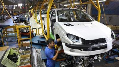 Equipe Peugeot em Teerã como críticas crescer.