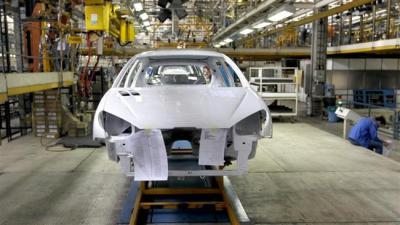 Peugeot da França compromete-se a retomar o trabalho no Irã