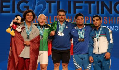 Sohrab Moradi, do Irã, ganha medalha de ouro nos Campeonatos Mundiais da IWF