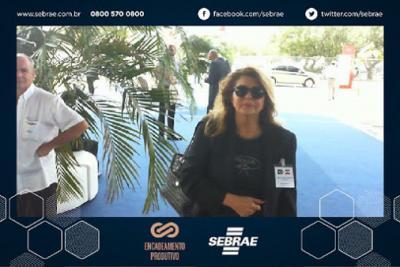 Nossa diretora comercial Fariba Shadan homenageia seus associados no evento Oil&Gas