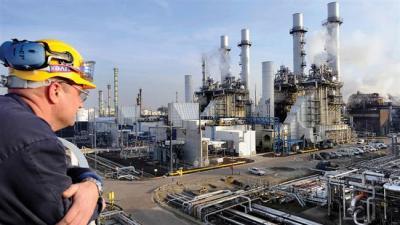 ایران در اروپا پالایشگاه نفت میسازد
