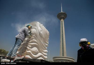 12 artistas internacionais competem no 8º Simpósio Internacional de Escultura em Teerã