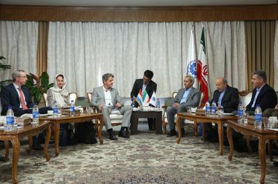 Irã, Luxemburgo para expandir industrial, bancário co-op