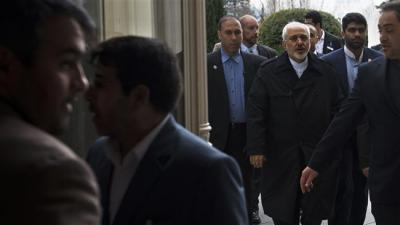 Zarif: Iran sees hope in reaching nuclear solutions